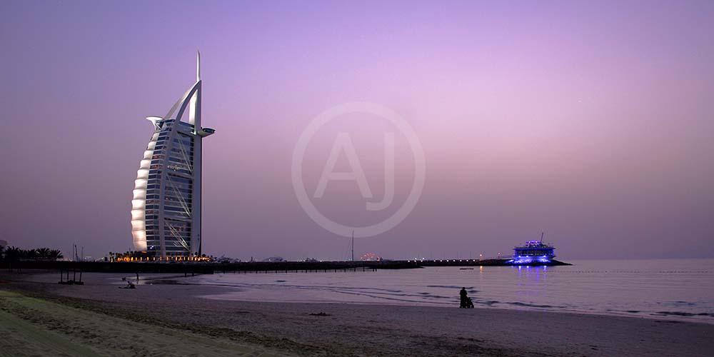 <i>Burj al Arab, Dubai (UAE)<i>