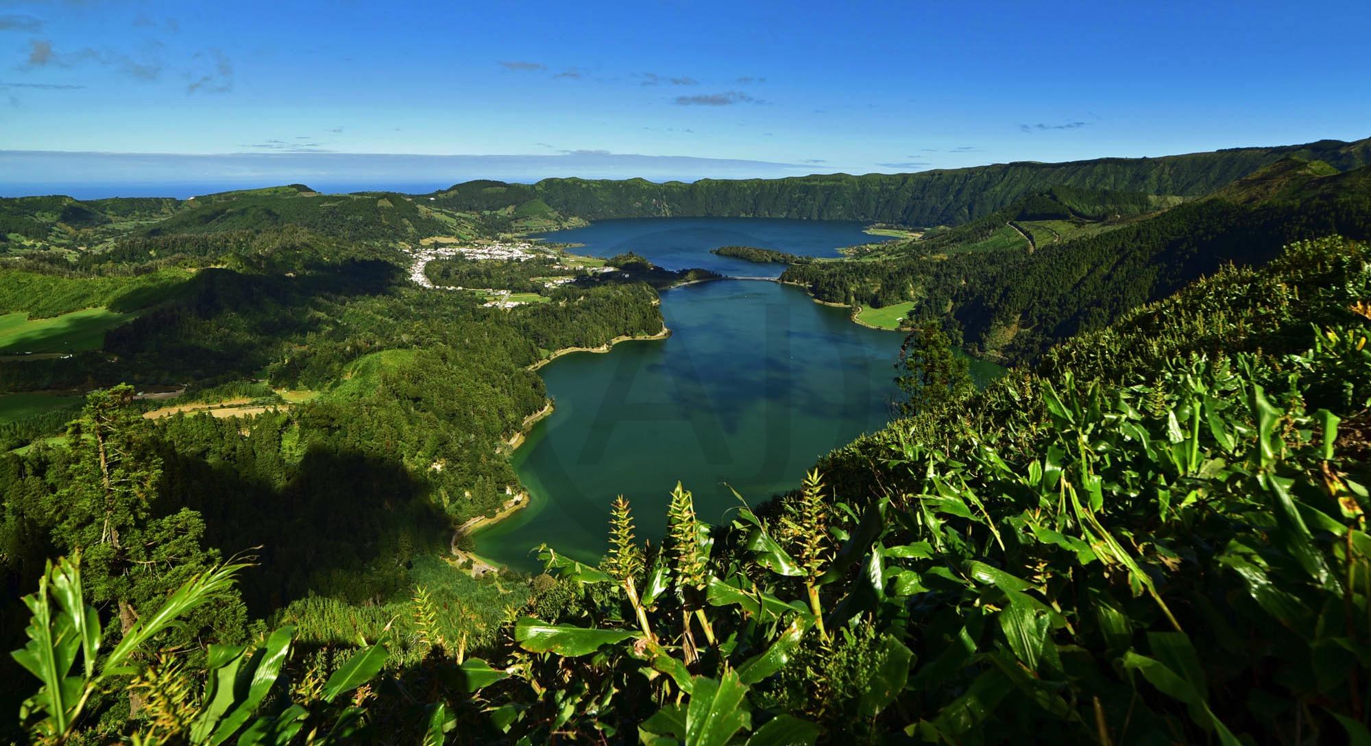 <i>Lagoa Azul & Verde, Açores (Portugal)</i>