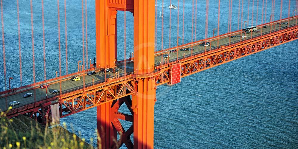<i>Golden Gate Bridge, California (USA)</i>