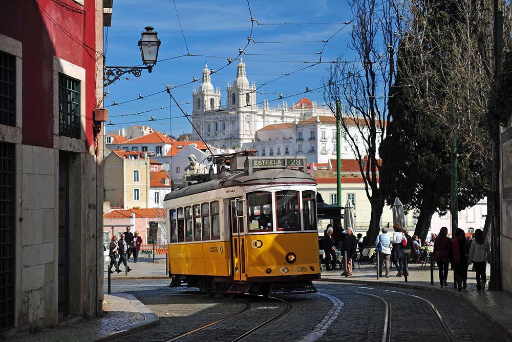 <i>Lisbon (Portugal)<i>