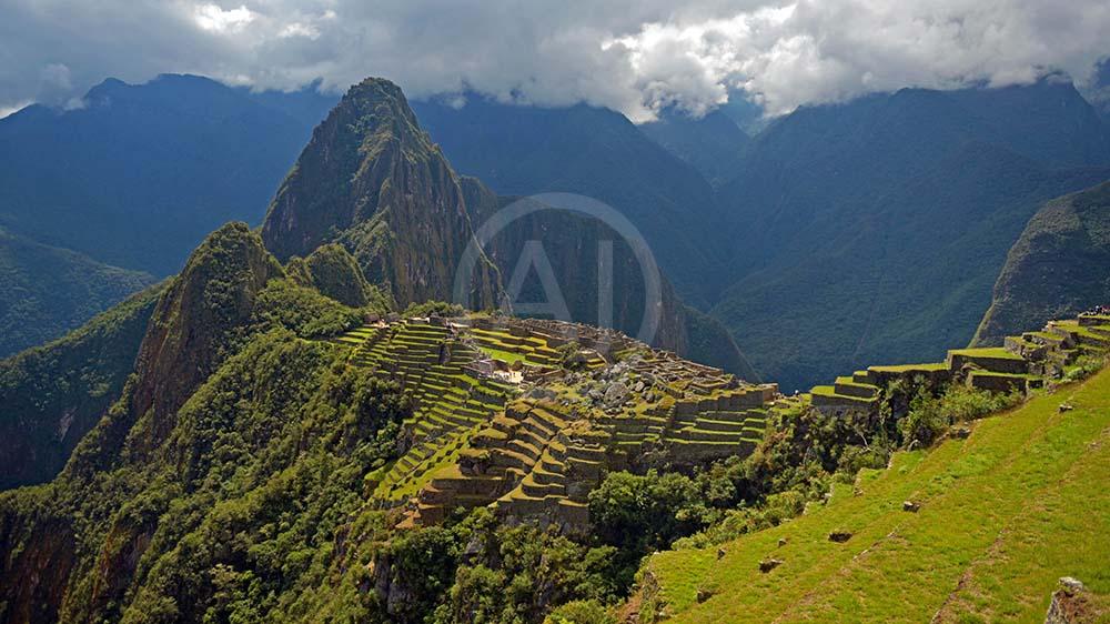 <i>Machu Picchu (Peru)<i>