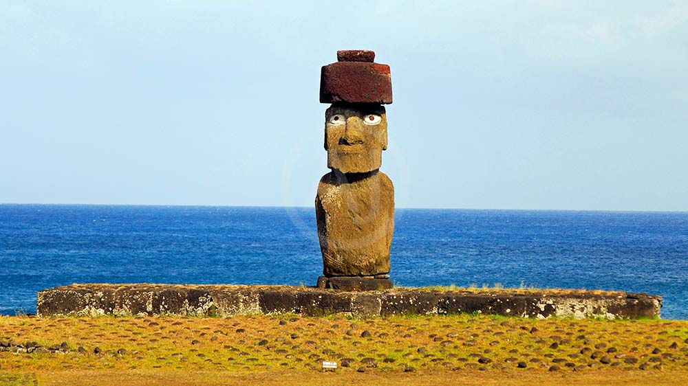 <i>Ahu Tahai, Easter Islands (Chile)<i>