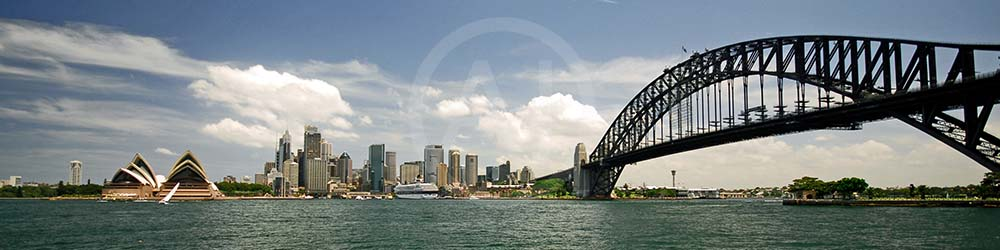<i>Harbour Bridge, Sydney (Australia)<i>